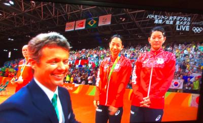高橋・松友の金メダル表彰式