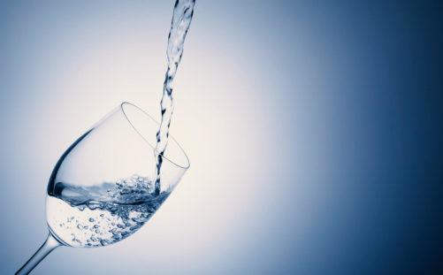 バドミントンに【炭酸水】を飲む。ケガ予防に繋がる飲料の知識を増やそう
