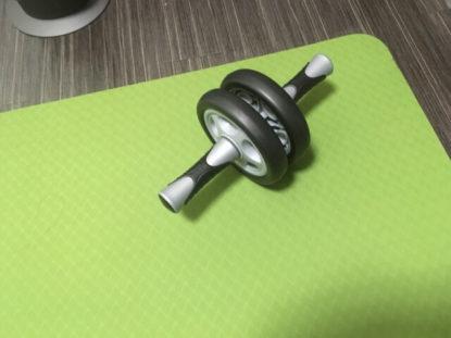 全身を鍛える腹筋ローラーでバドミントンの上達を目指す