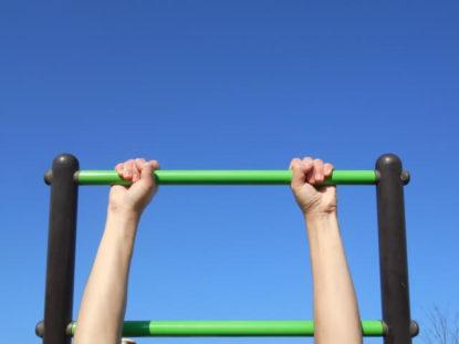ぶら下がり健康器の腹筋台付きはバドミントントレーニングになる?